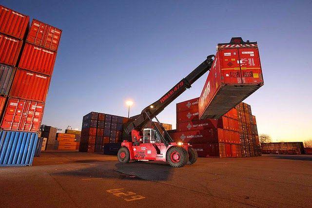 Man kauft in US-Dollar neue 20-Fuß-Container. Das Management wird vollständig von Buss übernommen (Beschaffung, Vermietung, Disponierung, Abrechnung, Verkauf). Die #Container sind fest für drei Jahre vermietet und werden anschließend zu einem festgeschriebenen Rückkaufpreis veräußert. Die Mindestabnahmemenge beträgt vier Stück. Ab 11 Einheiten greift eine Rabattstaffel.