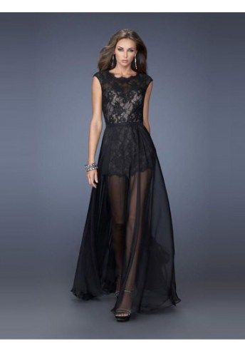 Rock and elegant in black lace and see-through chiffon
