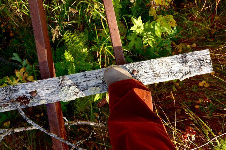 Walking on a rusty bridge in my cognac corduroys ;)