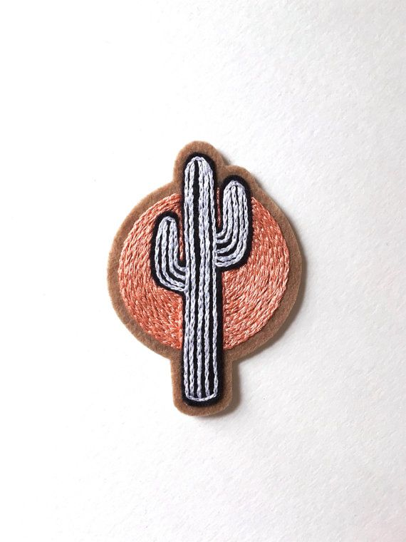 """Parche, Cactus al atardecer había bordada a mano. Mezcla de lana fieltro cose en el remiendo, parche de Cactus, suculentas, suroeste, sol regalo. Hecho a la medida ~ 3,5"""""""