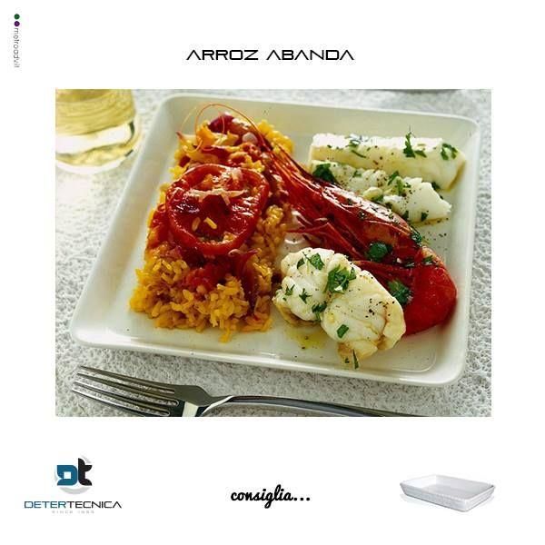 """""""Dalla padella alla brace""""! Emoticon grin  Ricetta veloce: 4 spicchi aglio, 8 gamberi, 350 gr halibut, 2 cucchiai succo di limone, 2 cipolla, 400 gr riso, q.b. olio di oliva extravergine, q.b. pepe nero, 4 pomodori, 300 gr rana pescatrice o coda di rospo, q.b. sale, 2 bustine zafferano, q.b. erbe aromatiche  #ricettedalmondo #detertecnicaconsiglia #horeca #cucina #pentolame"""