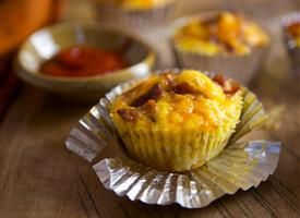 Breakfast Cupcakes 1 bag (20 ounces) refrigerated shredded hash brown potatoes 2 tablespoons vegetable oil 1/2 teaspoon salt 1/4 teaspoon pepper 6  eggs 2 tablespoons milk 3/4 cup crumbled crisply cooked bacon 3/4 cup shredded Cheddar cheese (3 ounces) Sriracha sauce