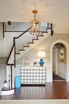 Looks like Tracy's staircase!     Beautiful traditional staircase #lifeonhillst #homereno #interiordesign Near West End traditional staircase