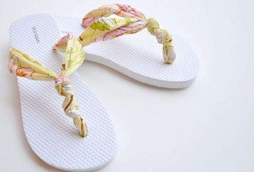 DIY Customized flip-flops with fabric - Como transformar sandalias de playa