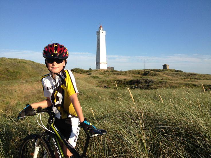 På mountainbike ved Blåvand fyr.