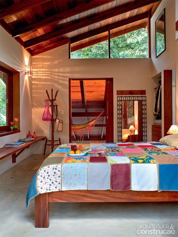 Casa de praia em Ubatuba, estado de São Paulo, Brasil.  Fotografia: http://pontosdeinteresse2011.blogspot.com.br/2014/06/casa-de-praia-em-ubatuba.html
