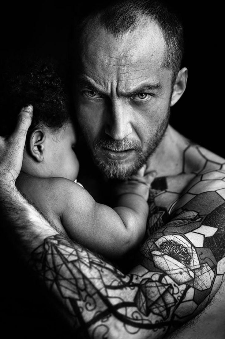 Des personnes tatouées posent fièrement avec leurs bébés, c'est attendrissant !