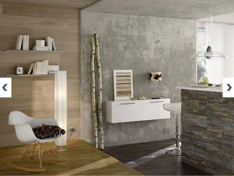 Peinture à effet béton dans cuisine. Pour faire la transition entre la cuisine et le salon, un mur et plafond peints avec une peinture à effet béton gris en association avec matériaux et couleurs naturels