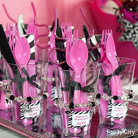 Serve up a buffet-style meal with cute cutlery sets in grab-and-go cups!