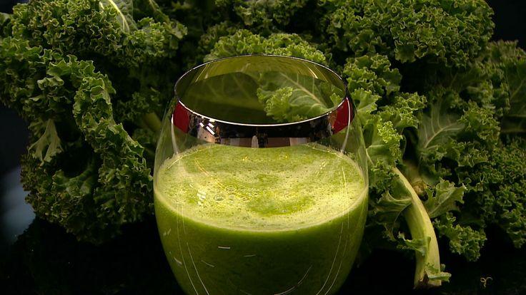 Grøn juice med grønkål, pære og citron