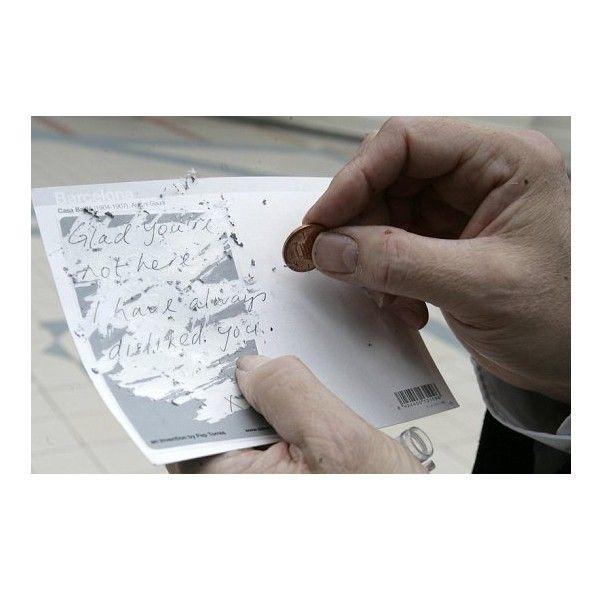 El carter no ha de llegir la postal que envies! enganxes l'enganxina, i el destinatari rasca amb una moneda i apareix el text!