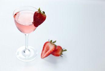 Ciroc Coconut & Strawberry Lemonade with Cîroc® Coconut  3 oz. Cîroc® Coconut 2 oz. lemon juice 1.5 oz. honey syrup (equal parts honey and water) 6 ea. strawberries 6 oz. club soda