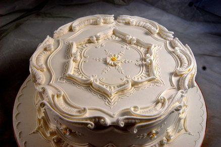Lambeth/Borella royal icing cake