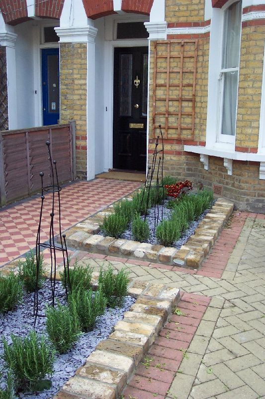 One of our front garden designs plews garden design for Small terraced house garden ideas