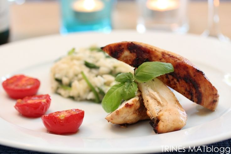 Dagens oppskrift er en enkel kyllingrett med mange gode smaker. Med en god risotto og ovnsbakte tomater som tilbehør blir det en sikker vinner, enten det er hverdag eller fest.