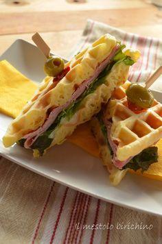sandwich di waffel al prosciutto e mozzarella