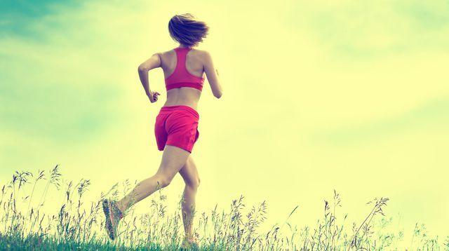 La méditation pendant le running permet de se reconnecter avec ses sensations.