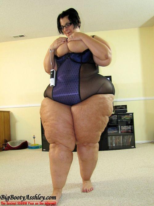 Bbw ebony booty pokadot leggings