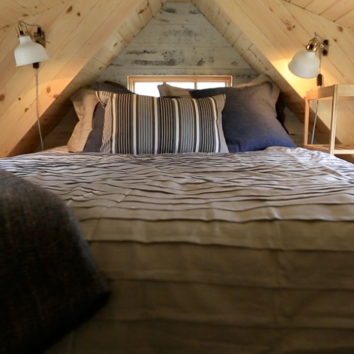 78 images about creative home ideas on pinterest for Tiny house with 2 sleeping lofts