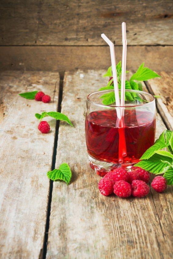 Nalewka z malin, czyli popularna malinówka, to jeden z ulubionych kobiecych trunków. Cenimy ją za połączenie słodkości owoców i mocy alkoholu...