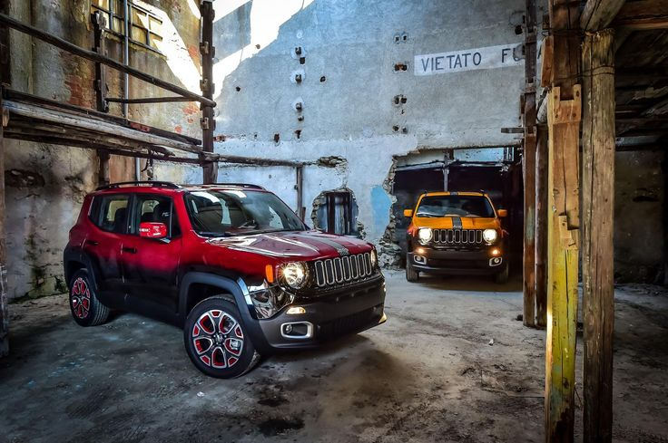 Garage Italia Customs in collaboration with Jeep presented two modified Renegade. The Renegade's paint job has inspiration from electric guitars and it is a mixture
