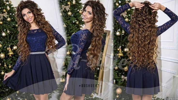 Средней длины очаровательное платье приталенное с кружевным верхом и клешным низом темно-синий