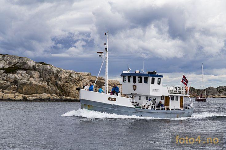 MS Øya rutebåt ved Natvigtangen