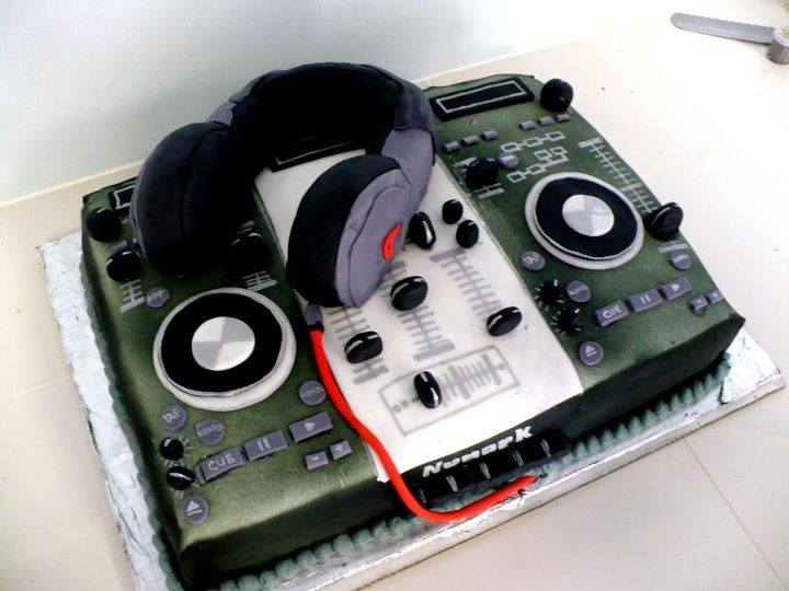 Turntable Birthday Cake