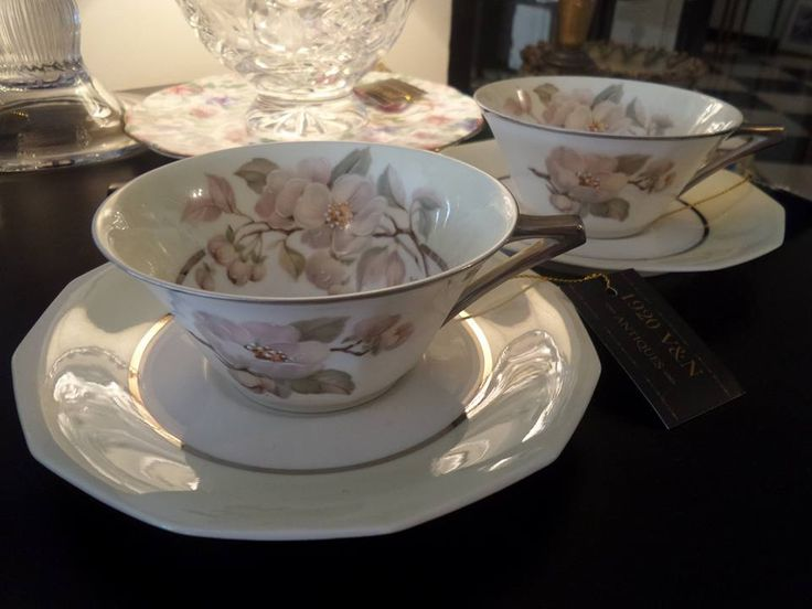 Tazas francesas vintage de Porcelana marca Paulhat Limoges J. Ponty,1920vnantiques#tazas #porcelana #porcelain #limoges #Paulhat #Carpenet #rosas #dorado #madeinfrance #vintage #panama #507 #pty #obarrio #calle56 #bellezas #diseño #design #1920vnantiques #homedecor #homestyle #interiordesign #interior #beautiful #treasures #regalosespeciales #luxury #gifts #giftideas #pty507