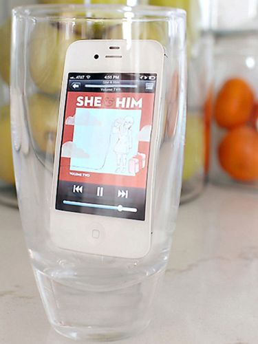 Rather than plug in a speaker, use a drink glass to amplify your iPhone's music -- you can also do this while cleaning or cooking. #lifehacks