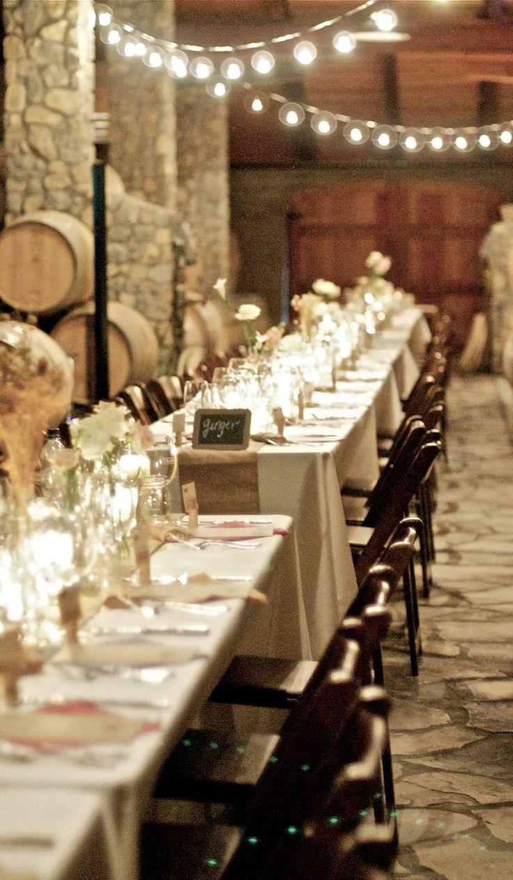 / Bodas rústicas / Eventos rústicos / Ideas originales para bodas / Decoraciones bodas / Rustic weddings / Natural Burlap Table Runners feet Tables.  Fall or Rustic decor.  Finished ends.