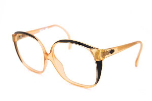 Last van beslagen brilglazen? Smeer beide zijden van je #bril in met zeepsop. Daarna afdrogen met een pluisvrije doek. #tip