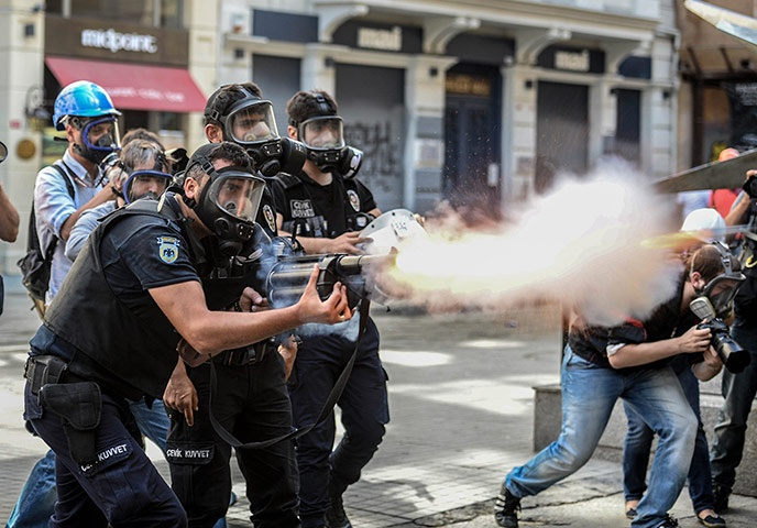 Turkey unrest: Police fire teargas