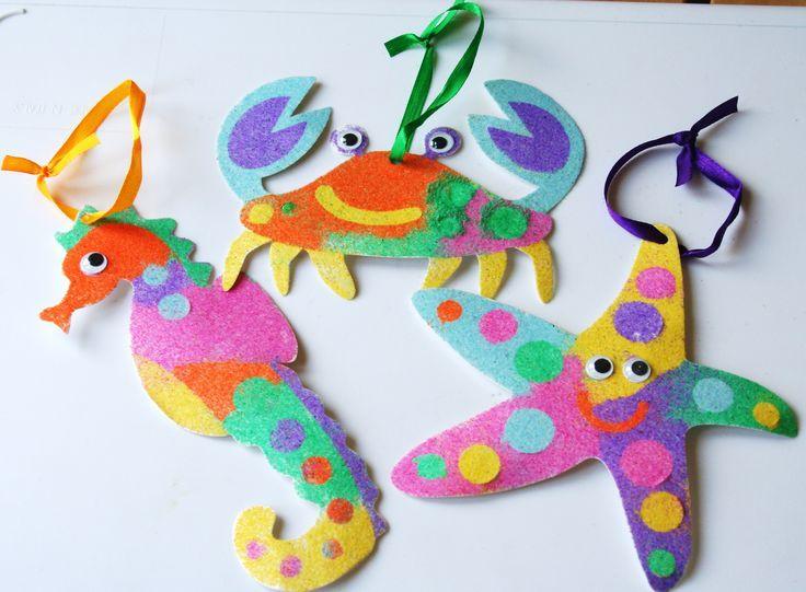 * Zeedieren op stevig papier inkleuren met gekleurd zand!