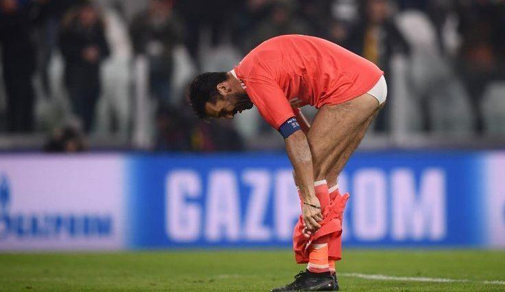 Kenapa Buffon Stuns Melemparkan Celana?