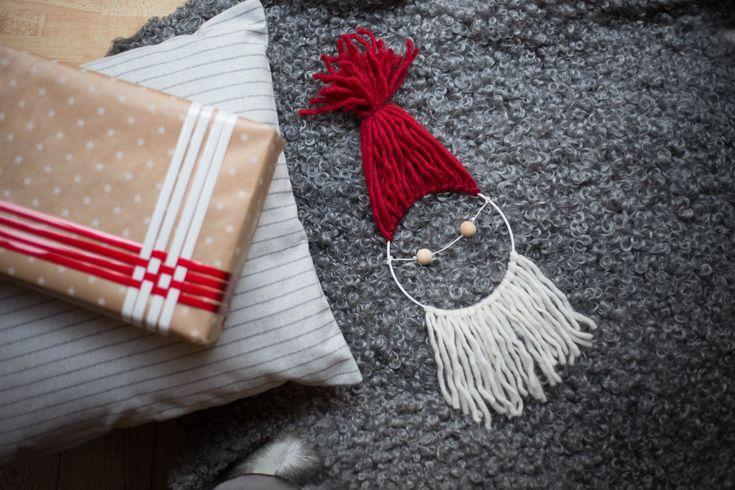 Julpyssel - Tomte av garn och ring