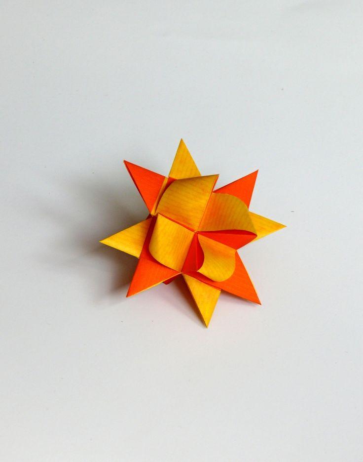 Vánoční+hvězdy+z+papíry+9+cm+Hvězdičky+jsou+vyrobeny+z+pevnějšího+kraftového+papíru+a+mají+velikost+9+cm.+Hvězdičky+jsou+hodné+k+zavěšení+na+vánoční+stromeček,+nebo+jako+dekorace+na+vánoční+věnec,+k+výrobě+vánoční+girlandy.+