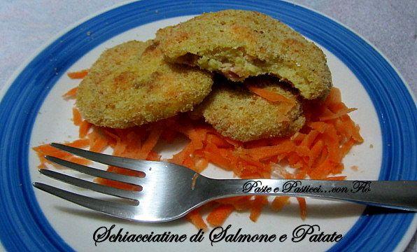 Le schiacciatine di salmone e patate sono un gustoso secondo, cotte al forno e con una fresca insalatina diventano un pasto molto leggero.  Un modo a