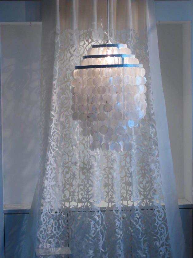 ******* Design und Handwerkskunst *******   Neue und originalverpackte runde Capiz -Muschel -Deckenlampe - ca. 630 Muschelscheiben aus Südostasien/Indonesien    Diese Muschellampe lässt...