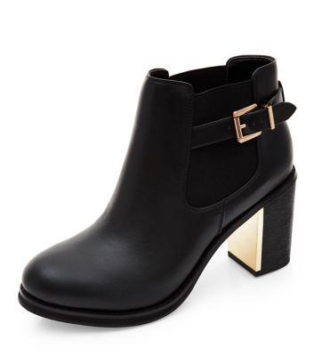 - Buckle side- Metal block heel- Rounded toe