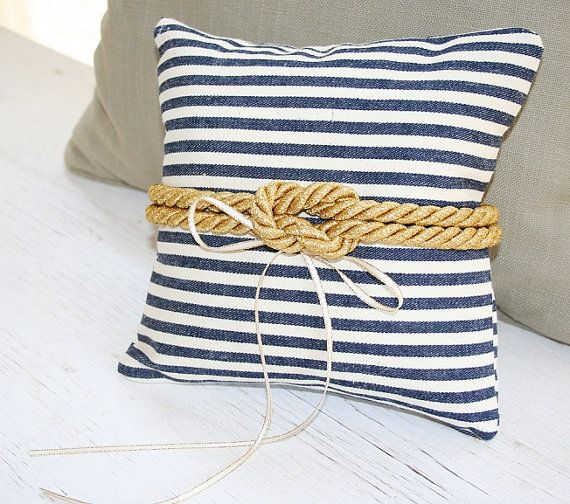 Nautical rope ring pillow. SO CUTE! Navy blue and gold <3