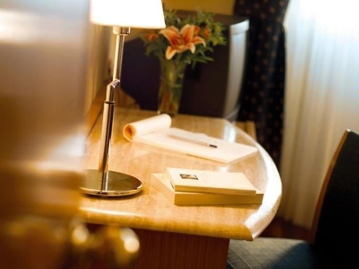 Hotel Inglaterra  Información del Hotel Inglaterra  El Hotel Inglaterra está perfectamente ubicado enGranadapara aquellos que viajan por negocios o por placer. El hotel ofrece una amplia gama de servicios y comodidades pensados para brindar confort a sus huéspedes. Aprovecha las ventajas de las Wi-Fi gratis en las habitaciones Wi-Fi en zonas comunes parking servicio de habitaciones traslado al aeropuerto del hotel. Todas las habitaciones están diseñadas y decoradas para hacer sentir a los…