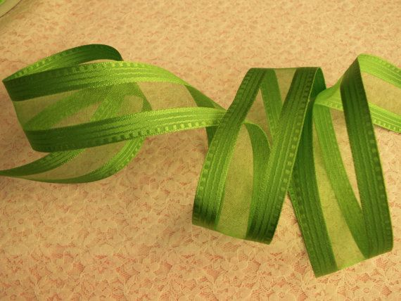 5 YARDS Apple Green Ribbon 1 1/2 Wide Wired Edge by TomaCraftPlace
