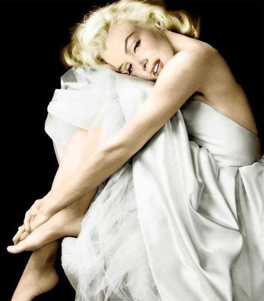 the fascination with marilyn monroe and What would marilyn monroe be like  by phoebe jackson-edwards for mail online  the series was looking at marilyn and our generation's fascination with.