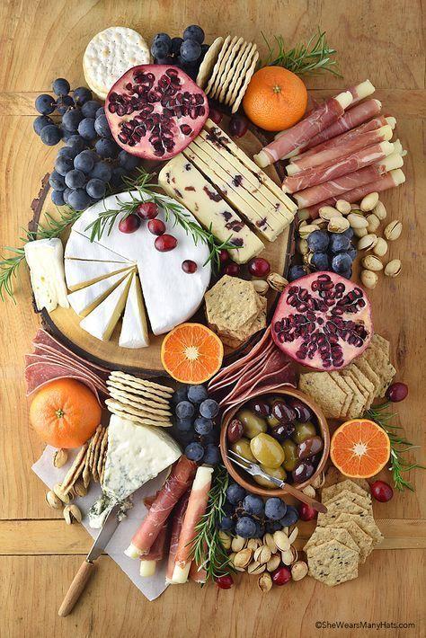 Tipps für Fleisch- und Käsebretter | shewearsmanyhats.com … – #Board #Cheese #holiday …