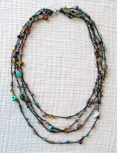 DIY-Colar 4 fiadas em fio de algodão cor preta + contas sortidas em tons de azul turquesa e cinzento- Crochet Beaded Necklace Tutorial- blogue
