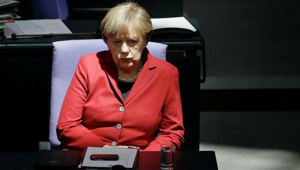 ΤΟ ΚΟΥΤΣΑΒΑΚΙ: Μέρκελ: Η Ελλάδα δεν θα λάβει χρήματα από τους πισ... H Αθήνα ζήτησε παράταση του προγράμματος της οικονομικής βοήθειας, η οποία έληξε τον Φεβρουάριο του 2015, για έξι μήνες. Τον Φεβρουάριο  η Κυβέρνηση  της χώρας ανέλαβε να προβεί σε πρόσθετες διαρθρωτικές αλλαγές της οικονομίας και να μην πάρει  οποιεσδήποτε αποφάσεις μονομερώς.  ΜΌΣΧΑ, 20 Μαρτίου -RIA Novosti.  Η Ελλάδα δεν θα λάβει χρήματα από τους πιστωτές εάν στην χώρα δεν γίνουν  οι αναγκαίες μεταρρυθμίσεις που είναι…