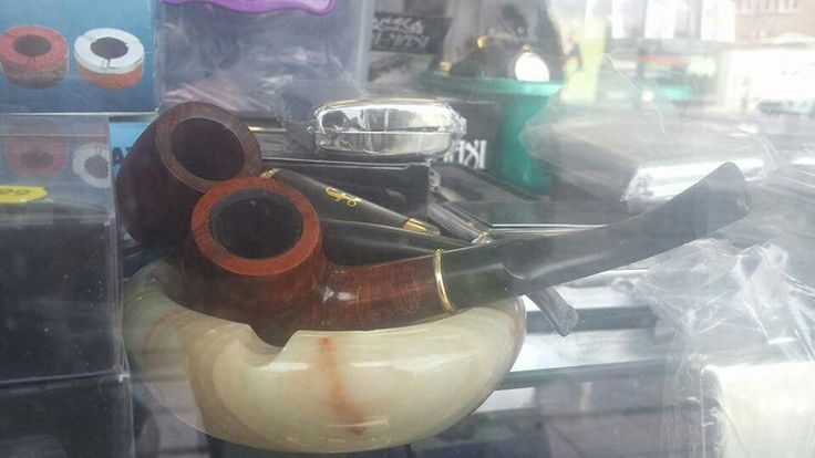 Pip green saw this in a shop window, obviously not a pipe 'specialist' as such