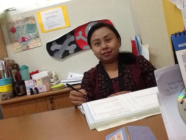 This is ms.Indah.she is 32 years old,she Is our class teacher and she live in harmony with her husband and her daughter.   By:Darren 6A