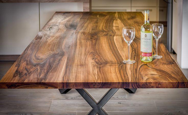 Walnut dinning table by Pracownia Stołów